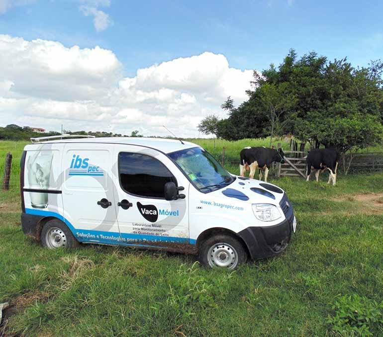Divulgação - Os produtores têm recebido as visitas de uma veterinária e de dois zootecnistas do IBS: reprodução e nutrição do rebanho estão entre os trabalhos