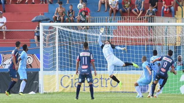 508e6b2ea6 Alan  fecha  o gol e ataque perde chances  LEC estreia com empate em ...