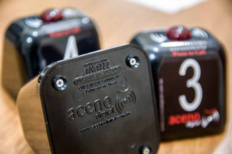 Dispositivos utilizados em mesas de restaurantes para chamar garçons precisam da certificação da Anatel