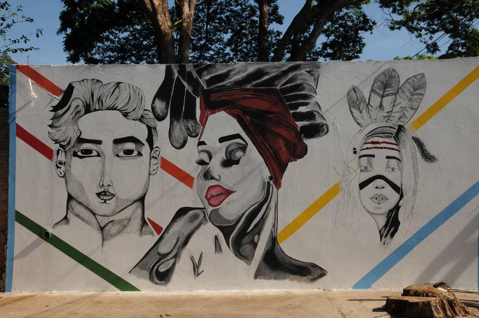 Alunos pintam muros de colégio de Londrina com temática afro - Folha de Londrina