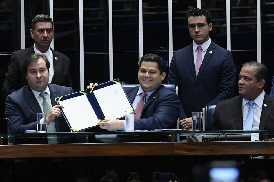 Congresso promulga nova Previdência - Folha de Londrina