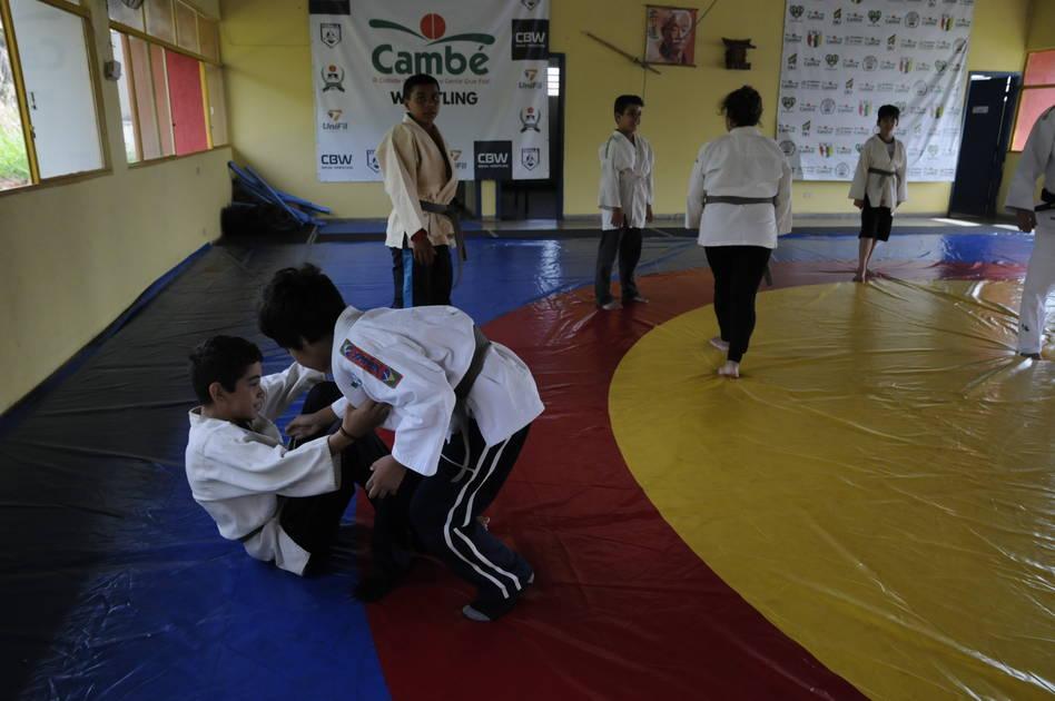 Crianças especiais aprendem a lutar em Cambé - Folha de Londrina