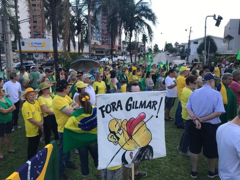 Em Londrina, manifestantes protestam contra fim de prisão após 2ª instância - Folha de Londrina