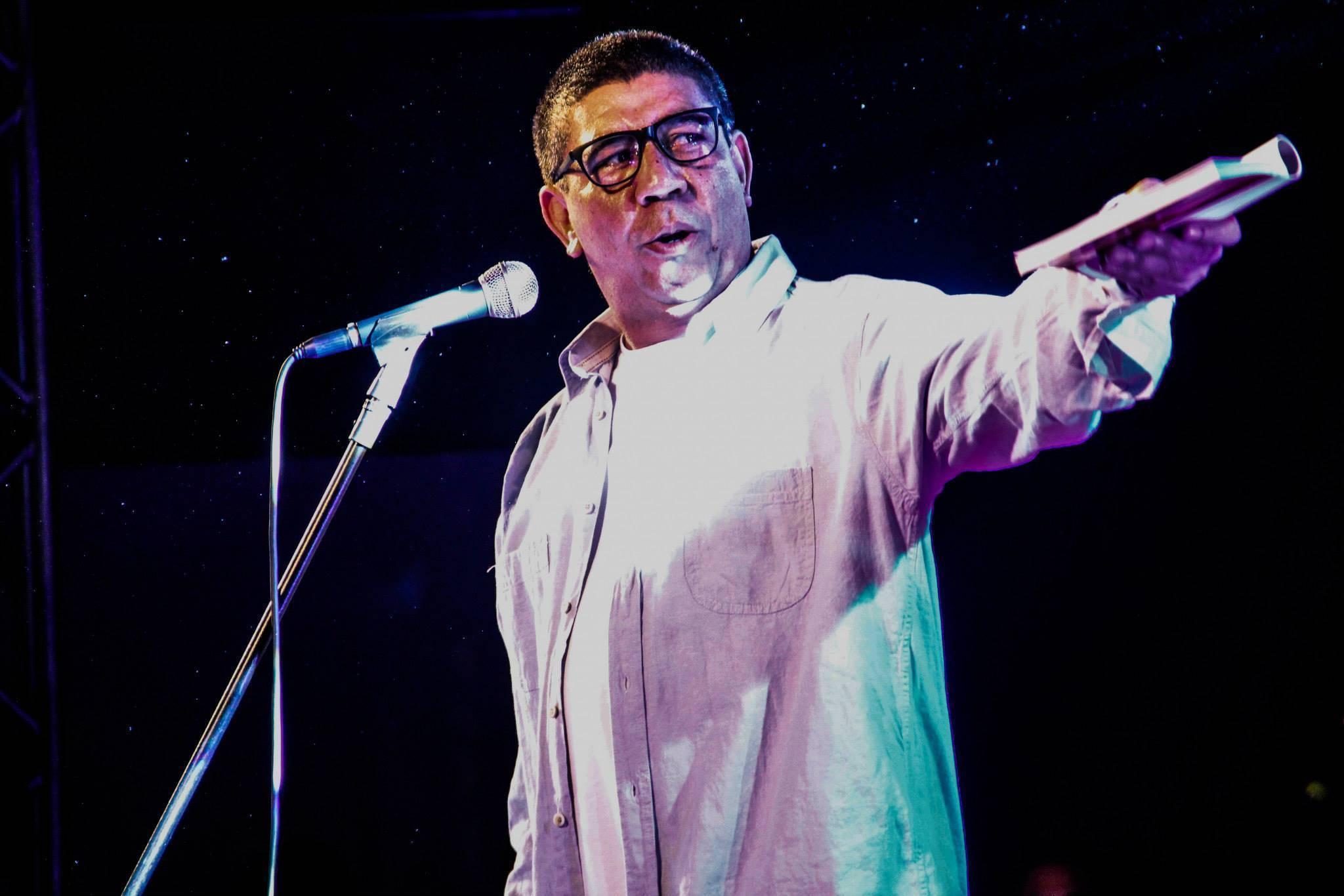 Sérgio Vaz lança em Londrina o livro 'Flores de Alvenaria' que aborda temas variados como educação, negritude, liberdade, sexo, empatia