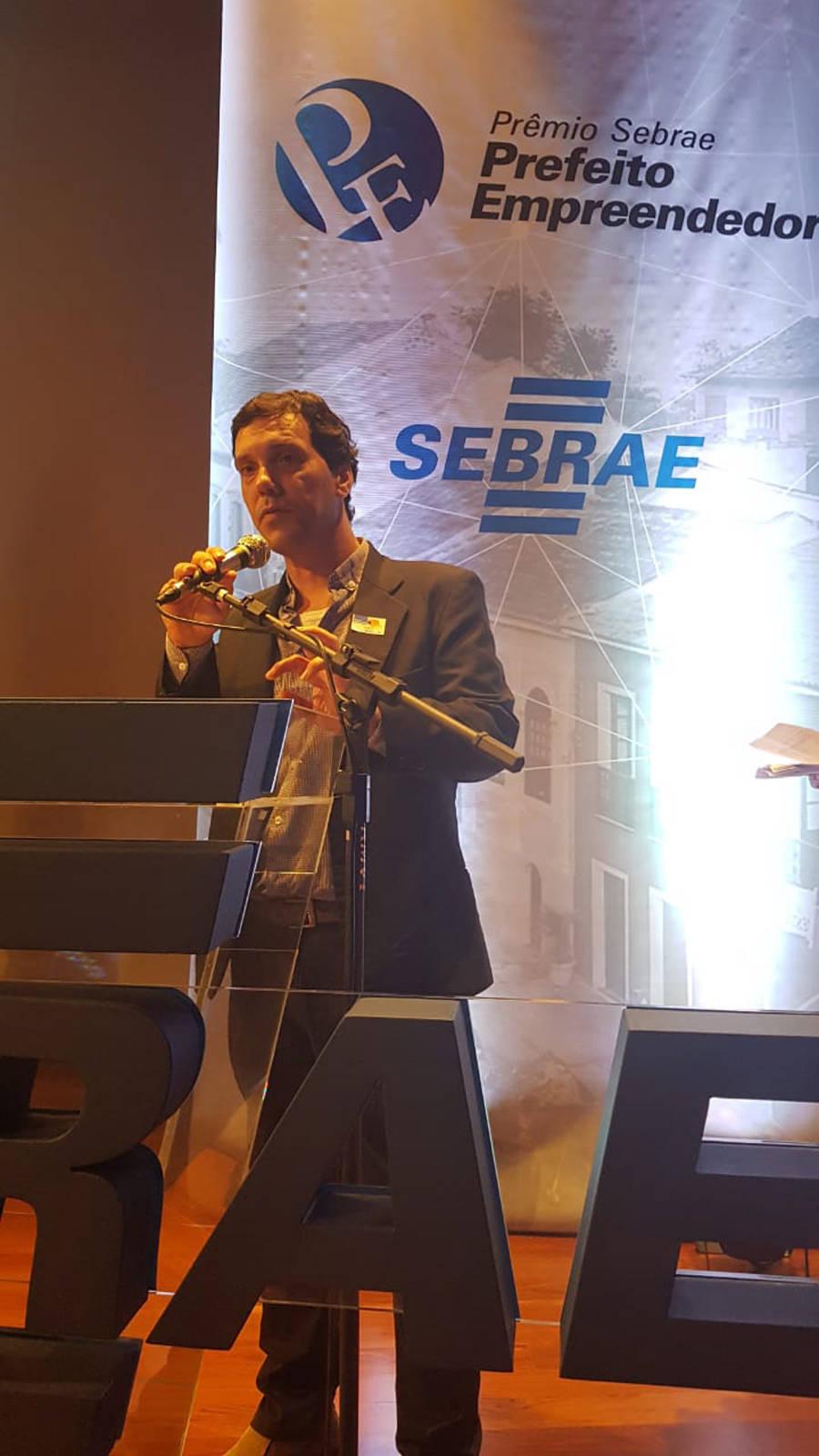 Como Marcelo Belinati está em férias, o secretário da Gestão Pública, Fabio Cavazotti, o representou na premiação