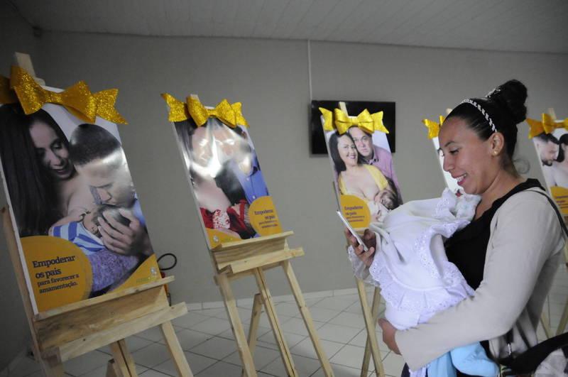 """A venezuelana Mareilis Betencourt e Jesiel: """"No começo tive dificuldade, mas agora ele está só com a amamentação e está muito bem"""""""