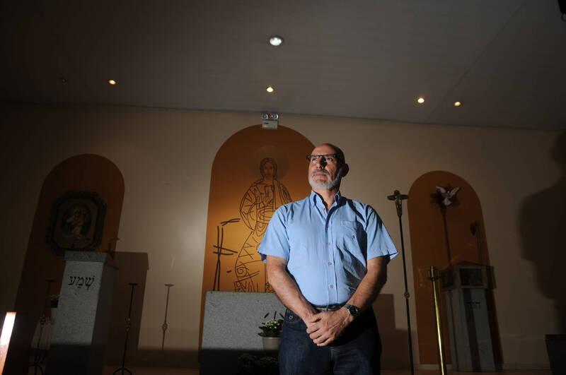 """""""A expressão 'morreu mais um' é horrível. Precisamos combater essa banalização à vida"""", ressalta padre Manuel Joaquim"""