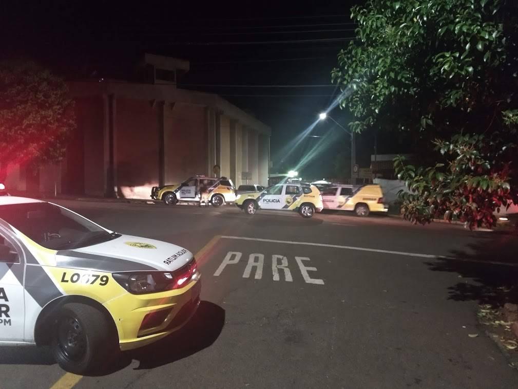 A rebelião na PEL 1 (Penitenciária Estadual de Londrina), que começou por volta das 18 horas de sábado (25), terminou depois de seis horas de negociação entre os presos e as autoridades presentes.